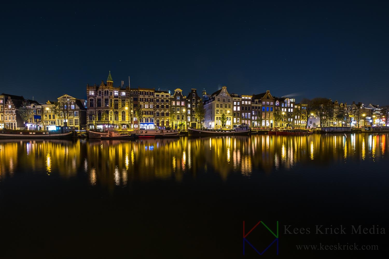 Amsterdam Amstel op een windstille avond.