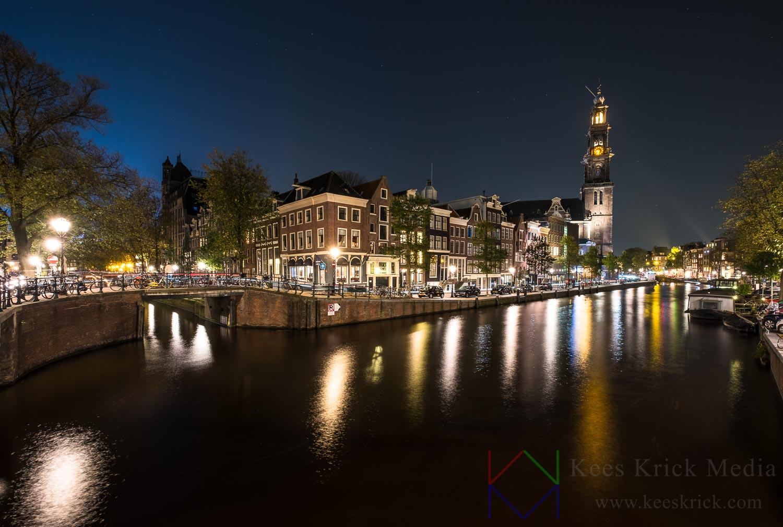Amsterdam Prinsengracht met Westertoren / Westerkerk bij het Anne Frank Huis.